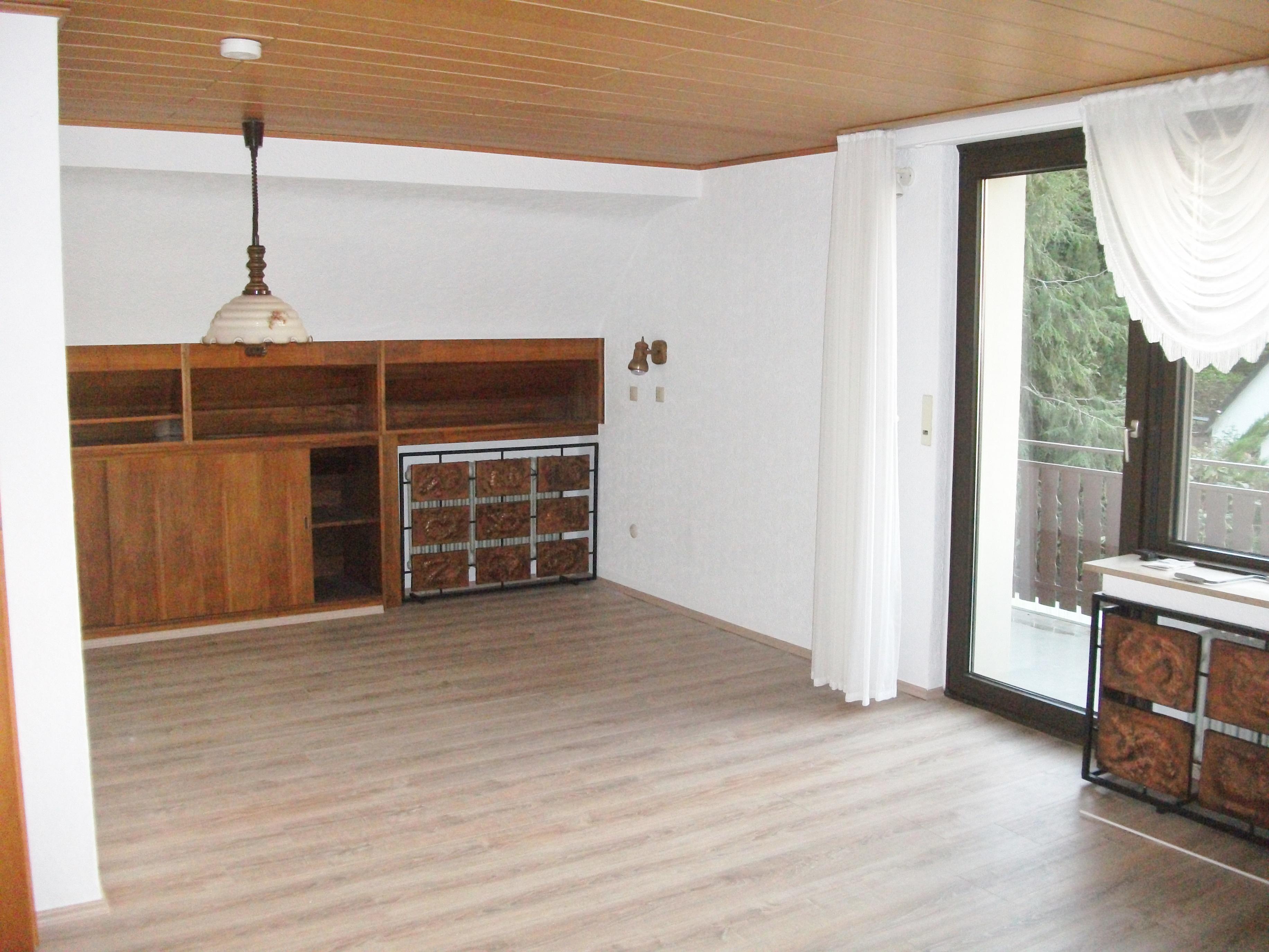 v e r m i e t e t sch ne 2 zimmer wohnung im gr nen sucht ruhigen mieter be living. Black Bedroom Furniture Sets. Home Design Ideas